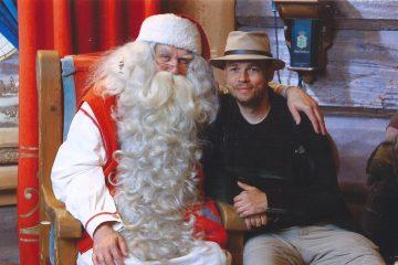 e Kerstman en zijn elfjes. Marco met de Kerstman