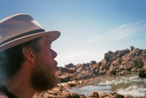 Marco op Kaap Agulhas na zijn lange fietstoht
