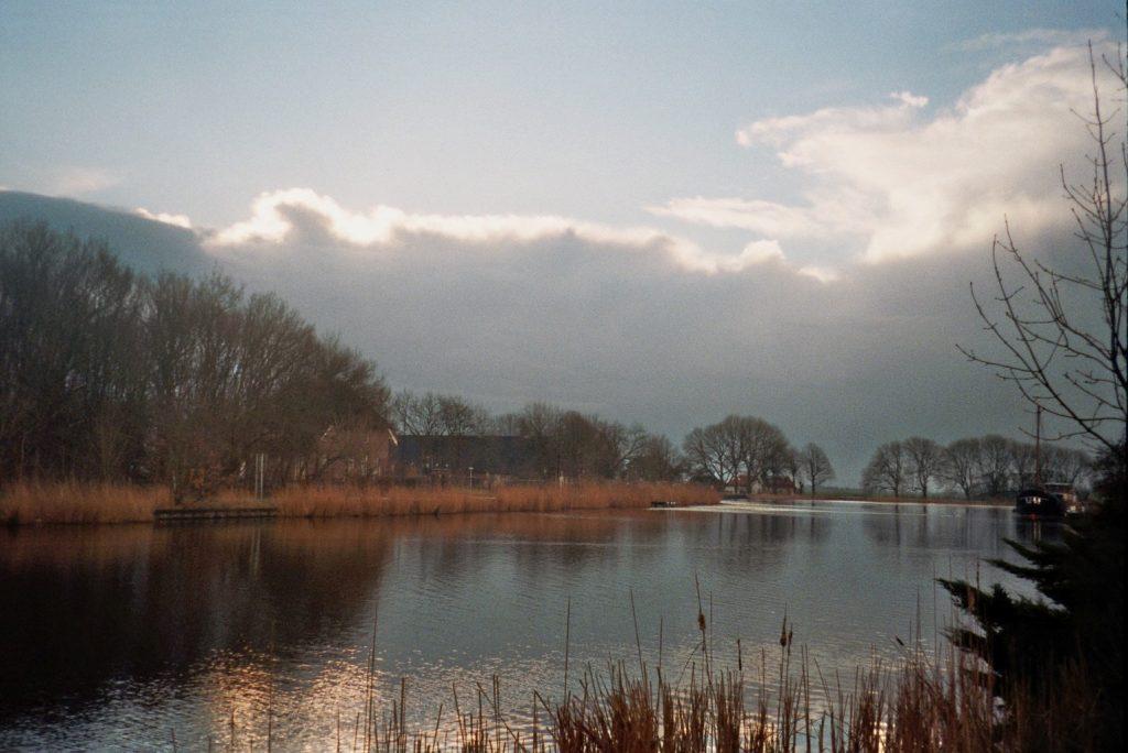 Einde van een fietstocht: het Hollandse licht in de winter
