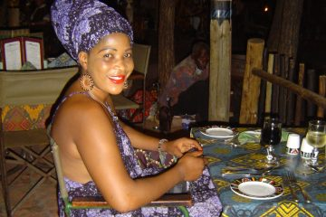 Mijn Zwarte Koningin in Afrikaanse outfit