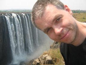 Marco bij de Victoria Watervallen, Zimbabwe