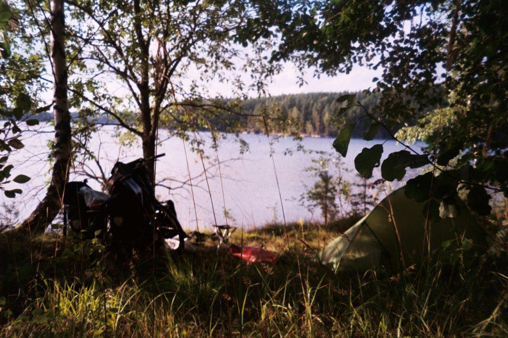 Van Savonlinna naar Pistonnieka. Kamperen aan een bloedstollend mooi meer
