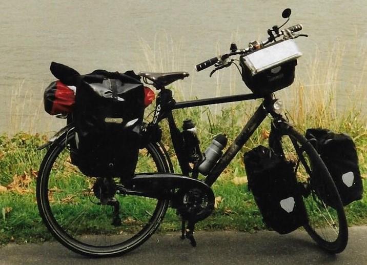 De spullen op een fietsreis - Een fiets - Batavus
