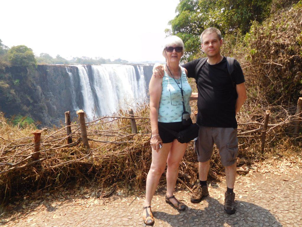 Parel van Afrika - broer en zus bij de Victoria Falls