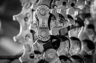 de spullen op een fietsreis - gereedschap - ketting