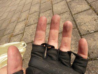 De spullen op een fietsreis - kleding - fietshandschoenen