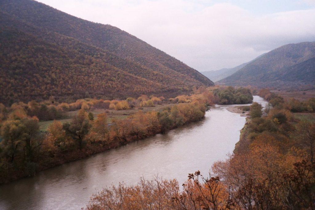 Van Skopje naar Dolno Kalaslari - Tolwegen - Rivierlandschap
