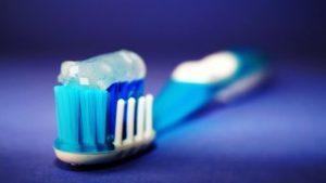 De spullen op een fietsreis - Toiletspullen - tandenborstel