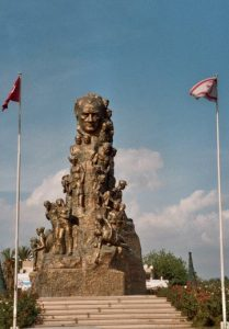 Van Boğaz naar Larnaka - Massages - Atatürk in Famagusta