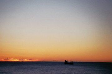 Van Cyprus naar Portugal - Sluipende dagen - zonsopkomst boven zee