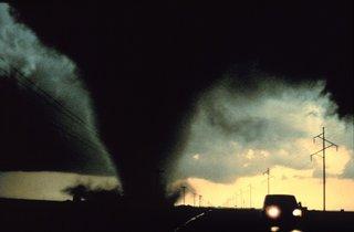 Het gevaar op een fietsreis - Spookbeelden - tornado