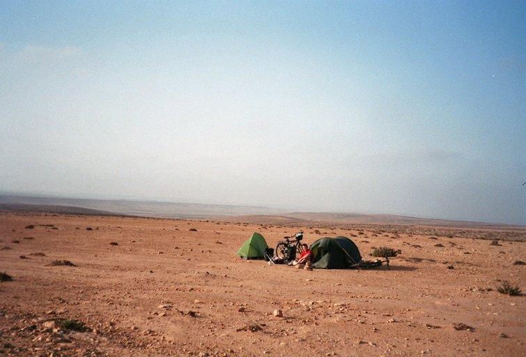 Van El Ouatia naar Sidi Akhfennir - Tentenvanger - strontvliegjes