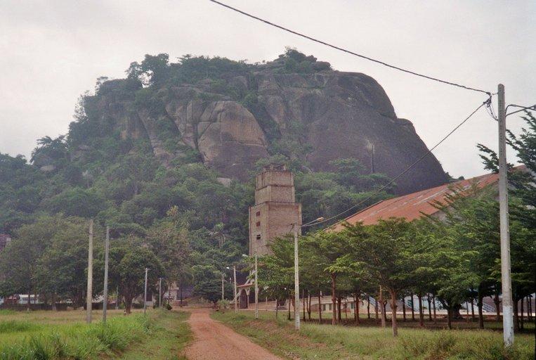 Katholieke kerk voor rotsformatie in Dassa-Zoumé, Benin